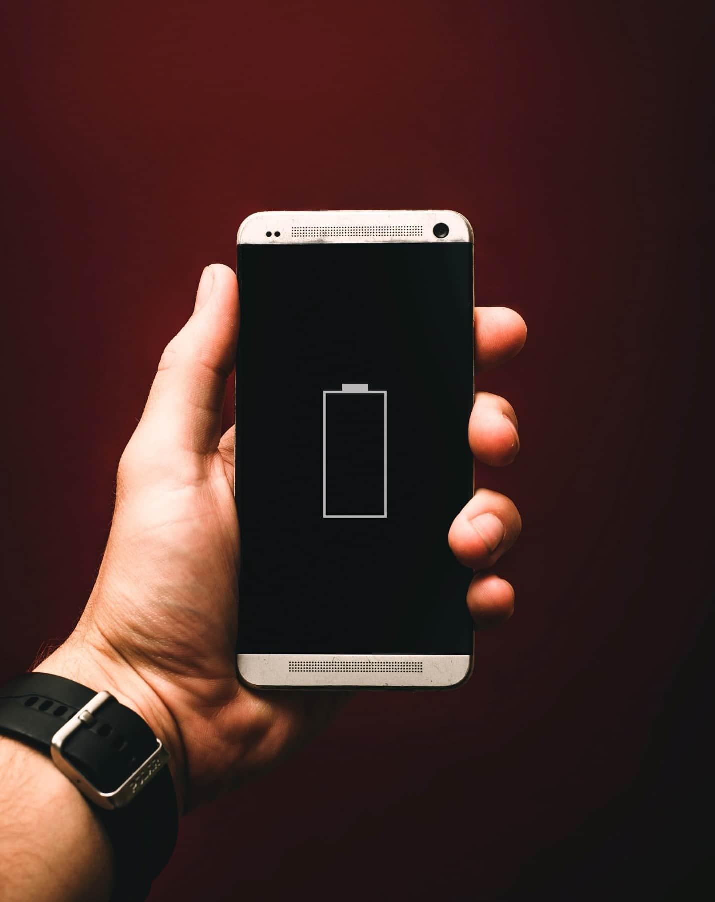 content/de-de/images/repository/isc/2020/9910/prolong-your-smartphone-battery-lifespan-1.jpg