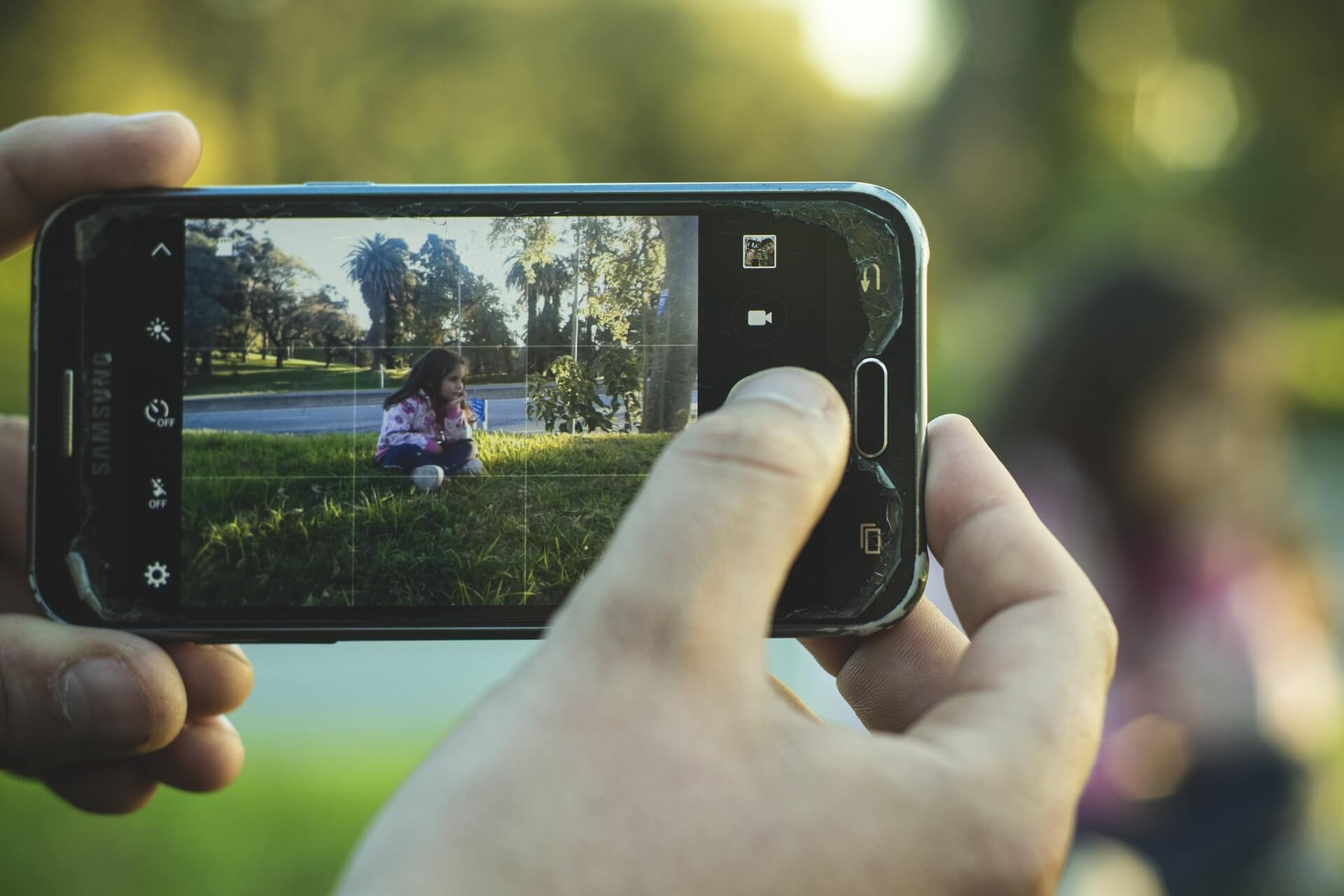 content/de-de/images/repository/isc/2020/is-it-safe-to-post-photos-of-your-kids-online.jpg
